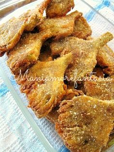 Carciofi fritti, ricetta di un antipasto goloso these were crispy and very yummy squeeze all water from artichokes! Antipasto, I Love Food, Good Food, Yummy Food, Vegan Recipes, Cooking Recipes, Artichoke Recipes, Sicilian Recipes, Appetisers