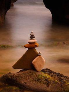 Rock | Pebble | Stone | 岩 | 石 | Pierre | камень | Pietra | Piedra | Color | Texture | Pattern | (via Pin by Saskia on Stones & Rocks | Pinterest)