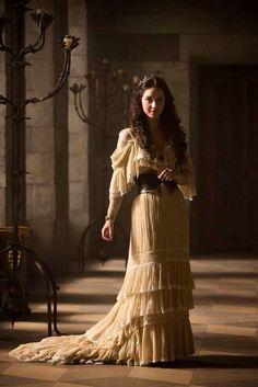 Сериальные СтильНяшки: Средневековый гламур от Марии Стюарт из сериала «Царство» - Yvision.kz