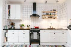 Home Decor Kitchen, Kitchen Dining, Kitchen Cabinets, Interior Design Living Room, Living Room Decor, Interior Design Plants, Minimalist Kitchen, Simple House, Cool Kitchens