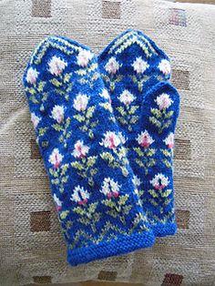 Ravelry: Cyklamen pattern by Solveig Larsson Fingerless Mittens, Wrist Warmers, Loom Knitting, Mitten Gloves, Ravelry, Swatch, Knit Crochet, Embroidery, Shawls