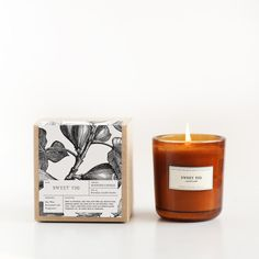 Nice subtle smell for Spring Sweet Fig Amber Glass Candle – Brooklyn Candle Studio Candle Branding, Candle Packaging, Candle Labels, Apothecary Candles, Soy Candles, Scented Candles, Yankee Candles, Glass Candle, Candle Jars