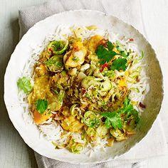 De combinatie curry met rijst en koriander doet bij velen het water in de mond lopen. De spruitjesen zoete aardappel geven dit gerecht een heel fijn extraatje. Heerlijk! 1 Fruit deuisnippers in een koekenpan. Voegde meeste...