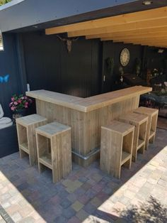 Turning Your Basement into the Ultimate Man Cave Can Be Fun - Man Cave Home Bar Outdoor Garden Bar, Diy Outdoor Bar, Backyard Bar, Diy Outdoor Furniture, Diy Pallet Furniture, Outdoor Bar Stools, Outdoor Kitchen Bars, Diy Bar, Diy Home Bar