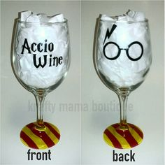 Accio wine - harry potter hand painted wine glass by kraftymamaboutique on etsy Wine Glass Crafts, Wine Craft, Wine Bottle Crafts, Bottle Art, Glass Bottle, Deco Noel Harry Potter, Harry Potter Diy, Diy Wine Glasses, Painted Wine Glasses