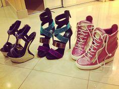 Louca por sapatos! Veja quais são os pares preferidos de Juju Salimeni e copie o estilo da legendária http://r7.com/Pl8q