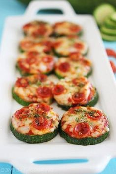 Zucchini Pizza Bites via The Comfort of Cooking (bite size snacks simple) Low Carb Appetizers, Appetizer Recipes, Party Appetizers, Recipes Dinner, Paleo Recipes, Cooking Recipes, Free Recipes, Veggie Recipes, Easy Recipes