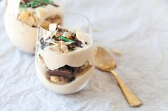 Peppermint crisp tart is an enticingly rich SA classic and what& even better is how easy it is to whip up. Give our recipe with an added brandy twist a go. Desserts Menu, Dessert Recipes, Tart Recipes, Real Food Recipes, Peppermint Crisp Tart, Caramel Treats, Delicious Deserts, Sweet Tarts, Summer Recipes