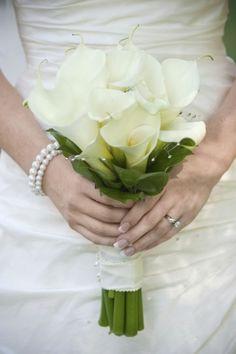 Addobbi di fiori con calle bianche per le nozze