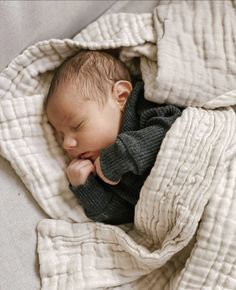 Little Babies, Cute Babies, Baby Kids, Newborn Baby Photos, Baby Girl Newborn, Cute Baby Videos, Baby Must Haves, Newborns, Baby Fever