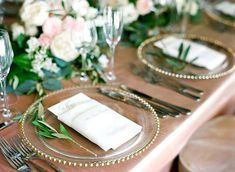 17 Trendy Ideas For Wedding Table Napkins Charger Plates Restauration Hardware, Wedding Plates, Wedding Charger Plates, Clear Plates, Wedding Place Settings, Wedding Decorations, Table Decorations, Reception Table, Wedding