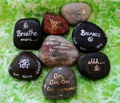 lilieszenblog:    purpleaggregates: Yoga Rocks