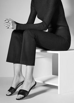 black minimal chic You May Also LikeWhat's HOT Fashion Mode, Look Fashion, Daily Fashion, Fashion Outfits, Womens Fashion, Fashion Design, Minimal Outfit, Minimal Fashion, Minimal Chic