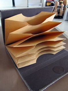 tutorial for album with manila envelopes, website in german, but nice and simple, good photos