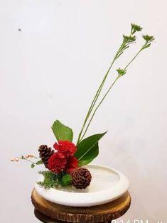 Table Set Up, Japanese Flowers, Ikebana, Flower Arrangements, Floral Design, Planter Pots, Table Settings, Ethnic Recipes, Floral Arrangements