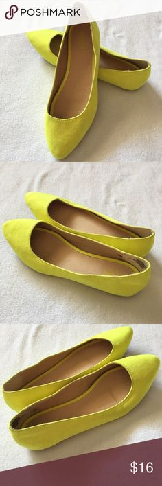Old Navy Faux Suede Neon Yellow Flats Old Navy Women's Ballet Flats Shoes Sz 9 Neon Yellow Pointed Toe Faux Suede - bought them amd never wore Old Navy Shoes Flats & Loafers