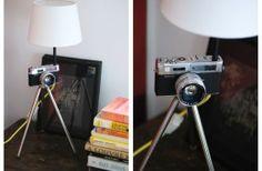 Régi fényképezőgépből készített lámpa pasztel sárga textilkábellel