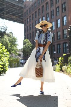 Chic Summer Outfits, Chic Summer Style, Casual Chic Style, Preppy Style, Blue Fashion, Skirt Fashion, Fashion Hats, Fashion Sandals, Fashion Edgy