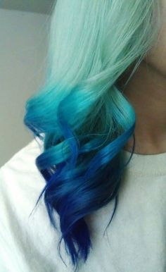 How perfect is this blue ombre hair?!