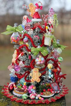 Miniature Christmas trees-sort of! No tree here and no real candy, but a cute design.