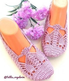 Crochet Cowel - Cotton Slipper with Flip Flop Soles Diy Crochet Patterns, Crochet Slipper Pattern, Crochet Designs, Crochet Stitches, Knitting Patterns, Crochet Cowel, Crochet Braids, Crochet Dolls, Crochet Baby