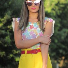 Look short amarelo com body estampado
