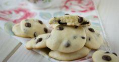 Die super soften Frischkäse Kekse sind in nur wenigen Minuten zubereitet. Ergibt ca. 20 leckere Cheesecake Cookies. Sind garantiert zuck zuck aufgefuttert.
