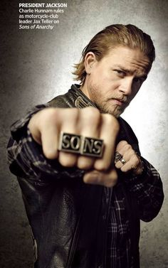 Sons of anarchy, SAMCRO, SOA, bikers, brothers, family, great tv, hand, fingers, rings, Jax (Jackson Teller) - (Charlie Hunnam), steaming hot, beard, eyecandy, sexy, portrait, photo