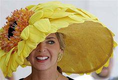 QUELLE HAT!!!!!! Sunflower on steroids....
