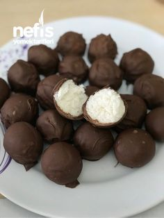 Chocolate Balls – Delicious Recipes – # 3981795 Chocolate … – About Healthy Desserts Yummy Recipes, Delicious Desserts, Yummy Food, Frozen Pierogies, Homemade Hamburger Helper, Chocolate Pops, Chocolate Recipes, Cranberry Chutney, Coconut Macaroons