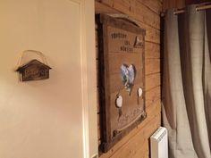 Bienvenue dans la Chambre « Le Refuge » Chalet Le Perce Neige (Thollon-les-Mémises). ♥ #chambremontagne #chambrecosy #plaidmontagne #coeurmontagne #refuge #tetedelitbois #cosy #cocon #decomontagne #chalet #chaletprive #chaletstation #locationvacances #vacanceshiverete #vuelac #lacleman #chaletmontagne #vacancemontagne #thollonlesmemises