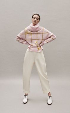 Delpozo Pre-Fall 2019 Fashion Show Delpozo Pre-Fall 2019 Collection - Vogue History of Knitting Wool spinning, weaving and stitching careers such as for in. Knitwear Fashion, Knit Fashion, Fashion Outfits, Fashion Trends, Business Outfit Frau, Business Mode, Winter Mode, Fall Winter, Mohair Sweater