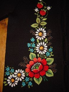 Wonderful Ribbon Embroidery Flowers by Hand Ideas. Enchanting Ribbon Embroidery Flowers by Hand Ideas. Hand Embroidery Dress, Floral Embroidery Patterns, Learn Embroidery, Silk Ribbon Embroidery, Crewel Embroidery, Hand Embroidery Designs, Machine Embroidery, Hungarian Embroidery, Deco Originale