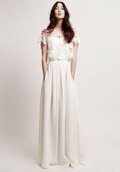 Kaviar Gauche nos presenta en su última colección unos vestidos de novia muy sofisticados y elegantes.
