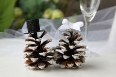 Here is a set of lovely rustic Mr & Mrs Toppers, this cute couple is the ideal one for your winter, mountain wedding.  The pinecones have been collected near our house in Atlantic Canada. They, they have been soaked & washed within white vinegar and hot water before being put in the oven for a dry ! Then a light coat of glue has been applied followed by some white cristal glitters to give them, a sunny morning frost effect.  The bride is wearing a white veil made with tulle. A little bow…