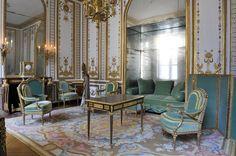 Marie Antoinette's room @ Versailles  Gorgeous!