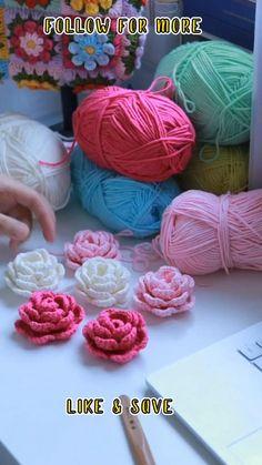Crochet Flower Tutorial, Easy Crochet Patterns, Crochet Designs, Knitting Patterns, Easy Crochet Flower, Knitted Flowers Free, Crochet Butterfly Free Pattern, Crochet Roses, Love Crochet