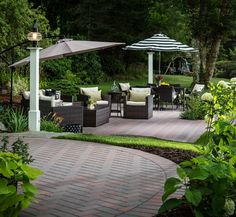 Outdoor settings become rooms without roofs-no longer just dining areas on decks. Create outdoor social spaces to entertain, work, play, and relax. Pergola Garden, Small Backyard Patio, Backyard Patio Designs, Patio Ideas, Tropical Patio, Patio String Lights, Paved Patio, Home Garden Design