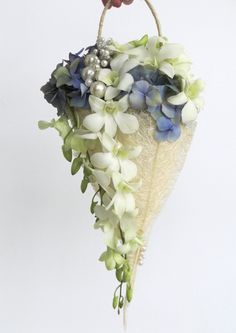 A stylish and refreshing alternative to the original bridal bouquet Created with Bolsa Flora II www.bolsaflora.com