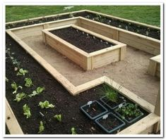 If space is an issue the answer is to use garden boxes. In this article we will show you how all about making raised garden boxes the easy way. We all want to make our gardens look beautiful and more appealing. Elevated Garden Beds, Raised Bed Garden Design, Home Garden Design, Elevated Bed, Garden Box Raised, Garden Bed Layout, Garden Layouts, Cheap Raised Garden Beds, Interior Garden