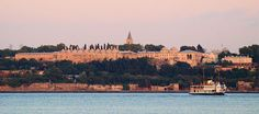 Topkapi Palace Istanbul guide: seat of an empire – 2020 World Travel Populler Travel Country Istanbul Guide, Sainte Sophie, Historical Landmarks, Famous Landmarks, Museum, Ottoman Empire, Istanbul Turkey, Monuments, Paris Skyline
