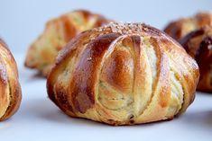 Vanilina se okreće s podsjetnikom - Cathrine Brandt Baking Recipes, Dessert Recipes, Hot Cocoa Recipe, Food Crush, Sweets Cake, Food Decoration, Snacks, Sweet Bread, Bread Baking