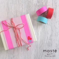 A Valentine gift box wrapping idea with hearts made of masking tape. masté is a colorful and vivid, creative masking tape brand by MARK'S Tokyo Edge