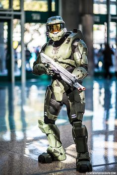 freaking awesome master chief cosplay   :)