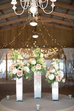décoration de mariage rustique avec des fleurs