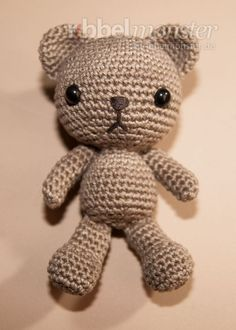 Jewellery For Lady - Crochet Bear, Crochet Dolls, Big Knit Blanket, Jumbo Yarn, Crochet Poncho Patterns, Arm Knitting, Hand Art, Knitting Projects, Hello Kitty