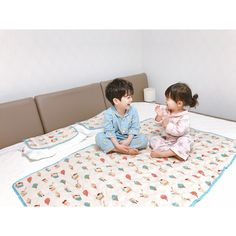 Baby clothes should be selected according to what? How to wash baby clothes? What should be considered when choosing baby clothes in shopping? Baby clothes should be selected according to … Cute Asian Babies, Korean Babies, Asian Kids, Cute Babies, Cute Baby Boy, Cute Boys, Baby Kids, Mode Ulzzang, Ulzzang Kids