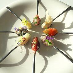 ~Close up~ Along with the natural light #theartofplating #gastroart #ChefsOfInstagram #expertfoods #hipsterfoodies #foodstarz #dontshootthechef #pescecrudo #tadashitakayama #rawfish #wildchefs #lovefish #kresios #gastronomy #fish #fresh #foodart #foodporn #fishlover #sashimi #sashimiporn #Tartar #魚 #シーフード #タルタル #ガストロノミー #花 #自然 #光