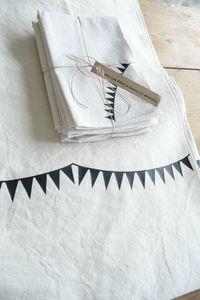 Bunting tablecloth and nakins