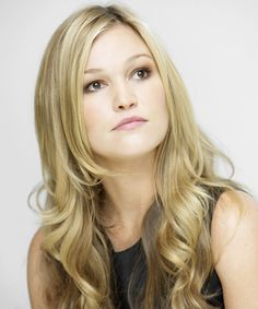 View yourself with Julia Stiles hairstyles and hair colors. View styling steps and see which Julia Stiles hairstyles suit you best. Virtual Hairstyles, Celebrity Hairstyles, Easy Hairstyles, Celebrity Pics, Muse, Portraits, Beautiful Actresses, Pretty People, Blonde Hair
